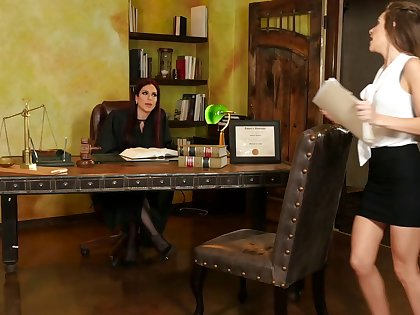 Babes Jaclyn Taylor and Kimmy Granger trample pussy on the office table