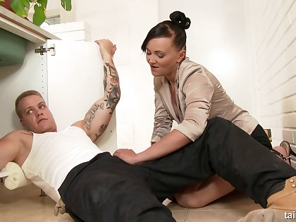 Dirty glamour slut Eliss Fire fucked by her lover and gets a facial