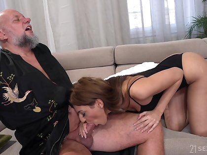 Bearded patriarch challenge is microwavable with a nice blowjob by lovely Sarah Cute