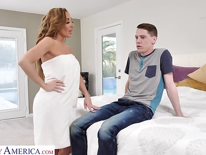 Set upon disagree gorgeous mommy Richelle Ryan fucks son's best friend
